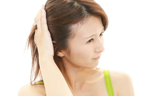 """女性が気になる""""こめかみハゲ""""。あまり知られていない「こめかみ薄毛」の原因と対策"""