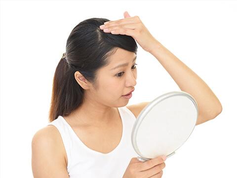 【医師監修】つむじや頭頂部の薄毛の原因や改善方法